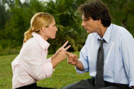 Tartışmalarda birbirinize nasıl davranıyorsunuz? - Genellikle yanıldığımı kabul ederim.  - Gerginliği azaltmak için esprili sözlerden yararlanırız.  - Tartışma kızışırsa birimiz ara vermeyi öneririz.  - İkimiz de tartışmayı bitirmek için sabırsızlanırız.  Eğer dört örnekten üçüne 'doğru' diyorsanız, ilişkinizin geleceği için fazla endişelenmenize gerek yok.  Tavsiyemiz: Her ilişkide zaman zaman anlaşmazlıkların yaşanacağını unutmayın. Önemli olan bu tür anlaşmazlıkları uzatmamaktır.